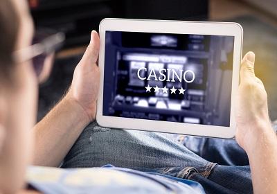 Nováčikovia v kasíne: Ako začať hrať online?