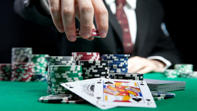 Poker o skuton peniaze - Hry v online kasnach Online